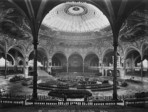 La salle des fêtes (1900)